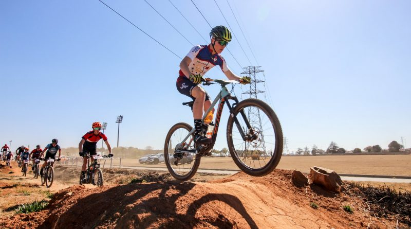 Enduro TT, bicycle polo, Pro MTB outrides, night rides and Spur ribs and wings buffet  – this is #SpurFest